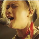 yuiの病気の原因と支えた彼氏、バンドのボーカル&ギタリストとは誰?