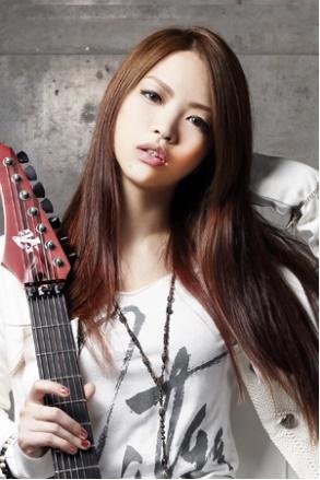mi-ya(21g、LOVEBITES)